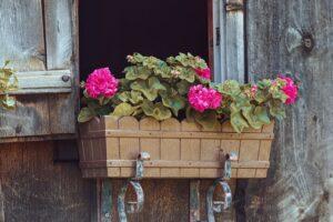 virágláda korlátra